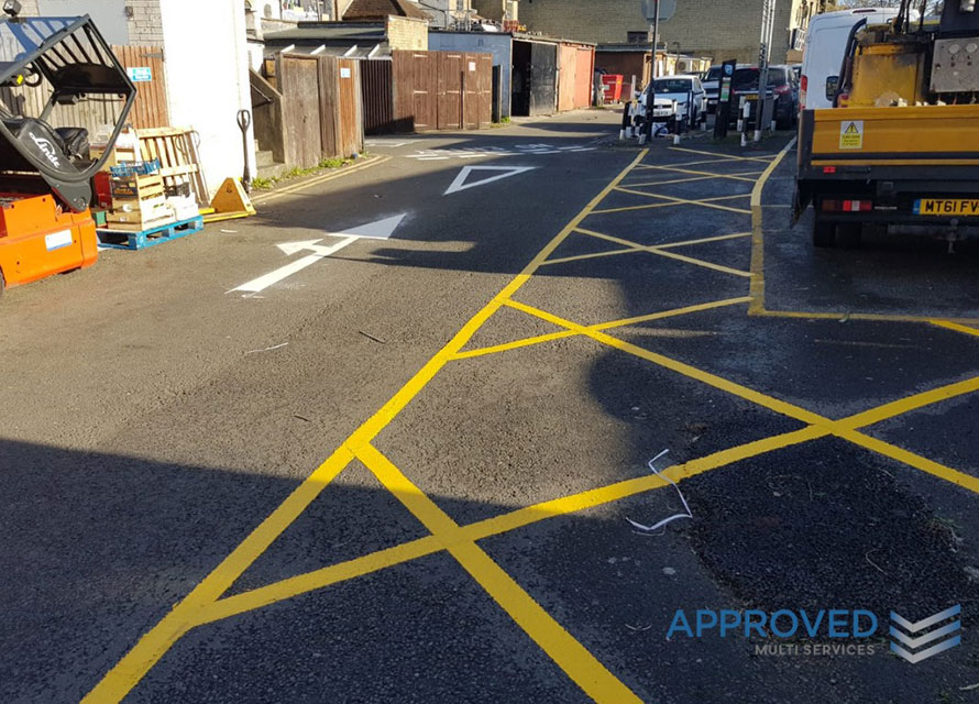line marking street in yellow and white