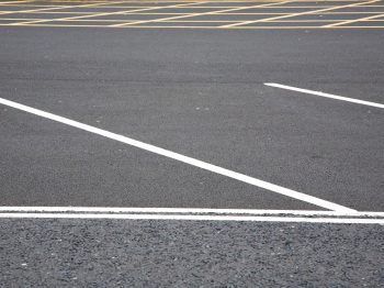 car-park-white-and-yellow-lines